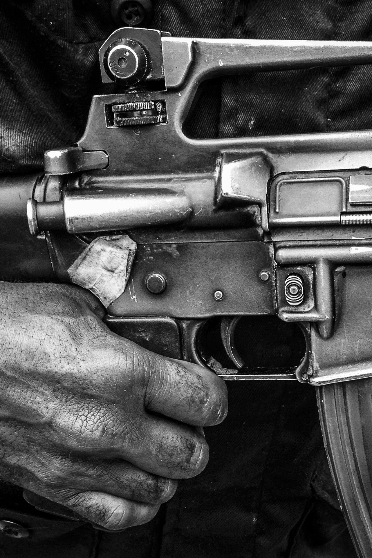 image of AARONTAIT COPYRIGHTED 2014 273 PNG PAPUA NEW GUNIEA DOCUMENTARY PHOTOGRAPHER BLACK WHITE PORTRAIT TRIBAL TRADITIONAL TRAVEL PHOTOGRAPHER SECURITY GUN M16 POLICE ARMED HEALTH SAFETY