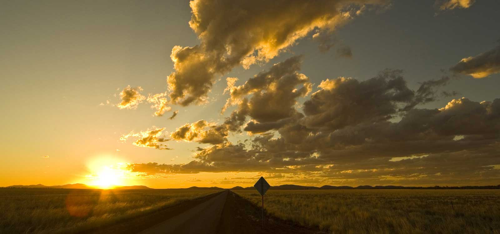 image of AARONTAIT-COPYRIGHTED-2014-5402 EDITORIAL DOCUMENTARY PHOTOGRAPHER PAPUNYA NORTHERN TERRITORY AUSTRALIA LANDSCAPE LIFE PEOPLE ART INDIGENOUS PINTUPI LURITJA PAPUNYA TULA SUNSET BIG SKY AUSTRALIA OUTBA